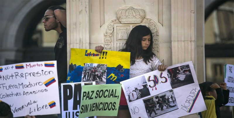 Solicitudes de asilo de venezolanos ascienden a 414.000, según ACNUR