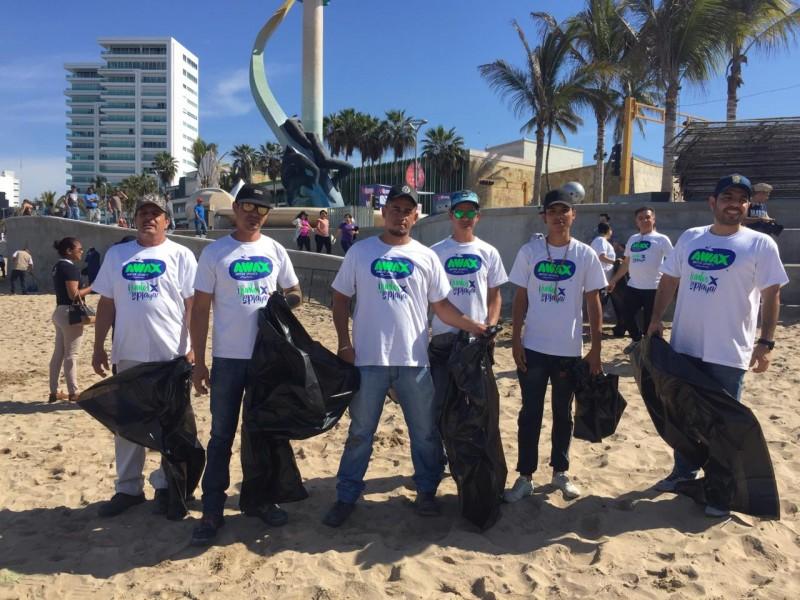 Realizan limpieza de playas en Mazatlán