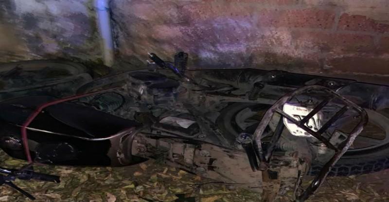 Muere motociclista al accidentarse en la carretera que conduce a La Amapa
