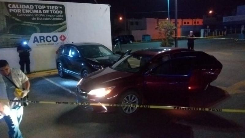 Intento de robo de camioneta provoca fuerte movilización policiaca en plaza comercial