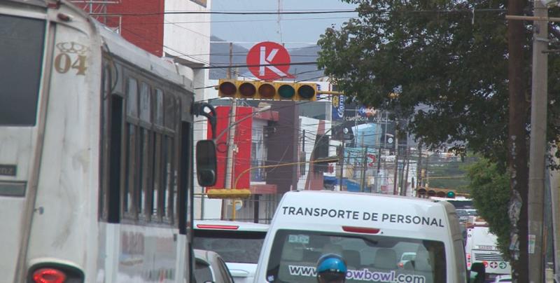 Semáforos en la Jorge Almada confunde a los automovilistas