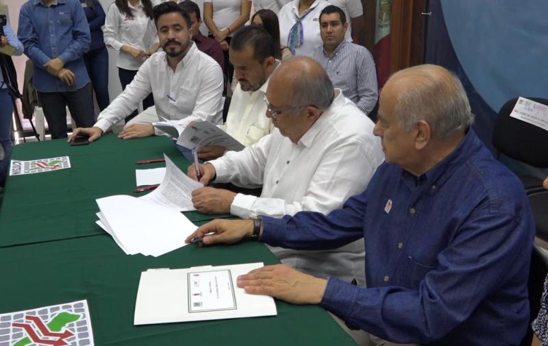 ICATSIN firma convenio con ayuntamiento y paramunicipales