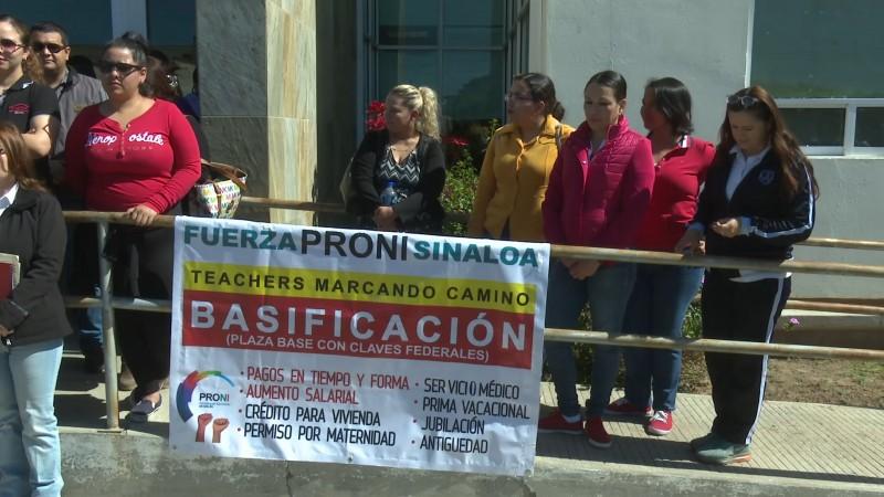 Teachers piden solución a la tardanza en el pagos de sus salarios