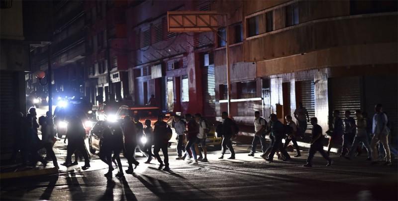 Venezuela intenta recuperar normalidad de su crisis con vestigios del apagón