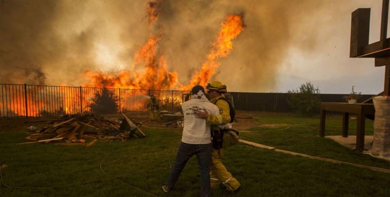 """EE.UU. declara a California """"libre de sequía"""" tras ola de incendios"""