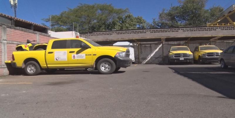 Unidades encerradas en estacionamiento, no son de CONAFOR