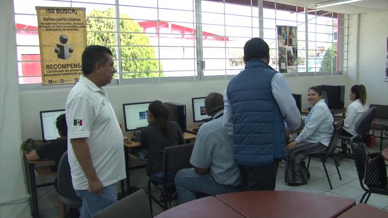 Plaza comunitaria para educación por línea