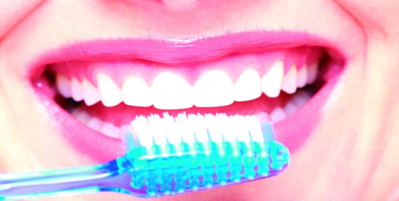El cepillado bucal nocturno el más importante para lucir una sonrisa perfecta