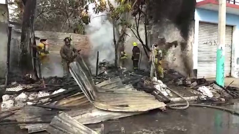 Fuego consume vivienda en la colonia Sánchez Célis