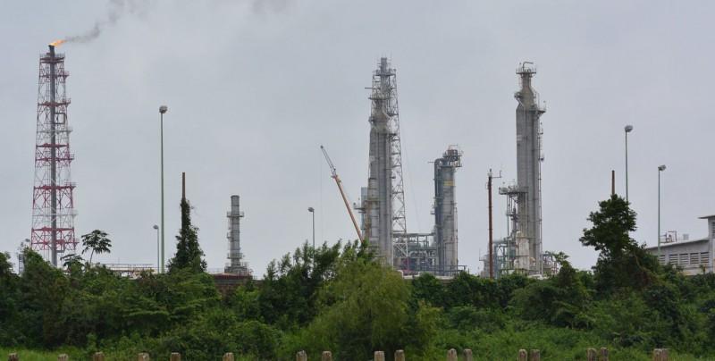 AMLO defiende construcción de refinería por firma extranjera