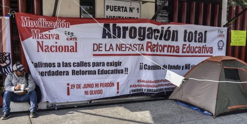 Diputados mexicanos vuelven a suspender sesión por el bloqueo de maestros