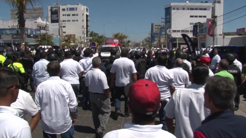 Castigan a taxistas que bloquearon Avenida en Mazatlán