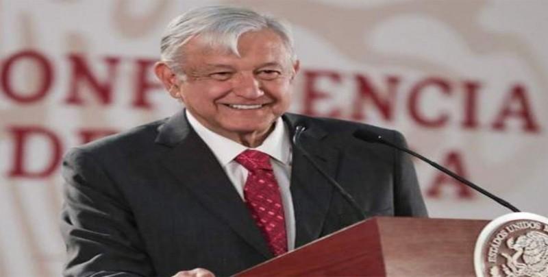 "López Obrador ve un ""hecho histórico"" en eliminación de fuero a presidente"