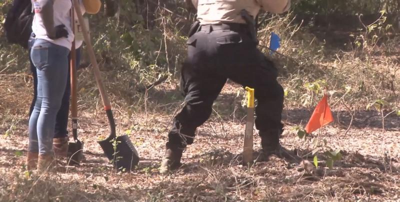 Investigan caso de fosas localizadas con cuerpos y video cámaras