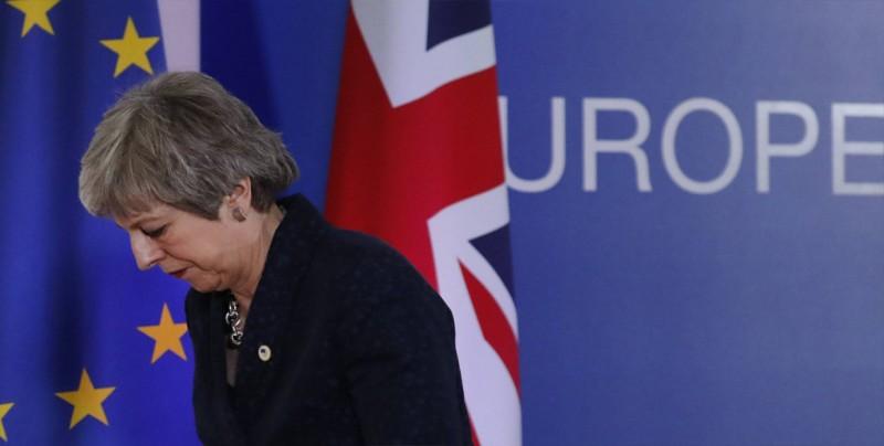 """Sturgeon insta a May a aceptar que su acuerdo del """"brexit"""" está """"muerto"""""""