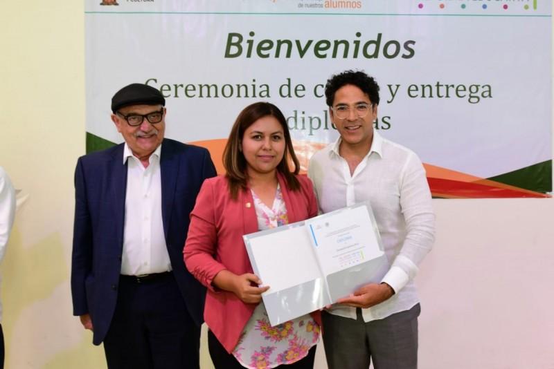 Reciben diploma 175 supervisores y directores de educación básica