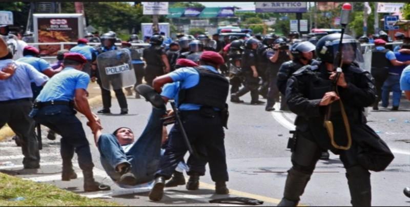 Policía de Nicaragua culpa a manifestantes por violencia y recibe críticas