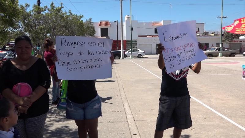 Protestan padres de familia de kinder en Mazatlán