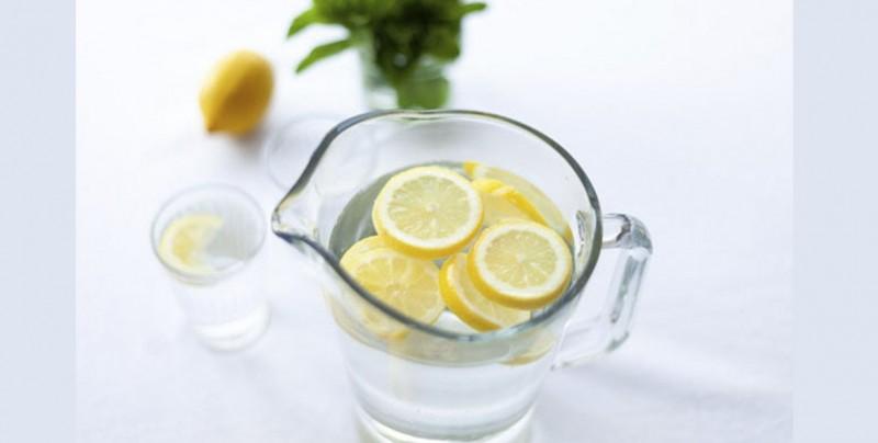 la dieta de agua tibia con limon