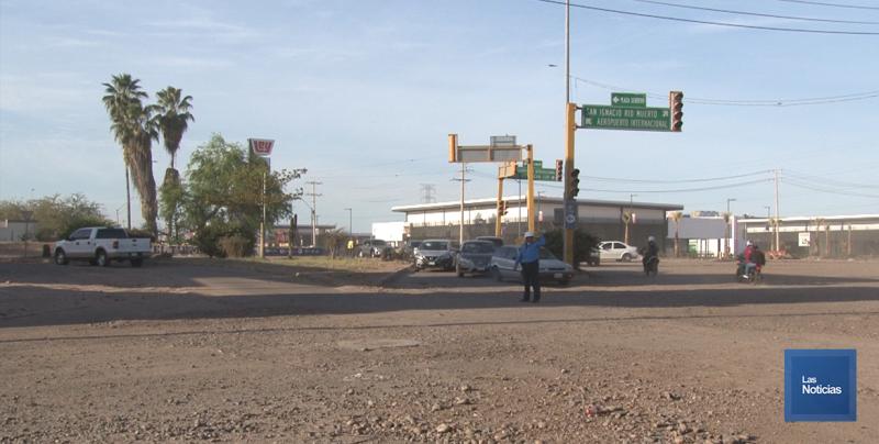 Automovilistas solicitan la reparación de semáforo y de crucero