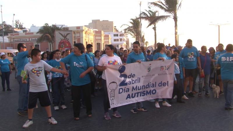 Realizan marcha por el Día Mundial de la Concientización del Autismo
