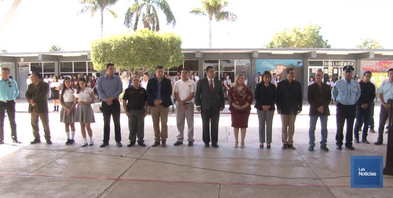 Reconoce Alcalde de Cajeme a alumno destacado