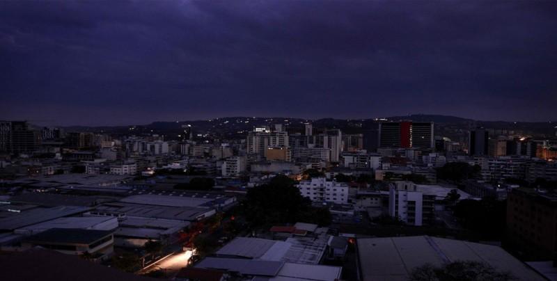 El Gobierno cortará la electricidad a los venezolanos 18 horas por semana