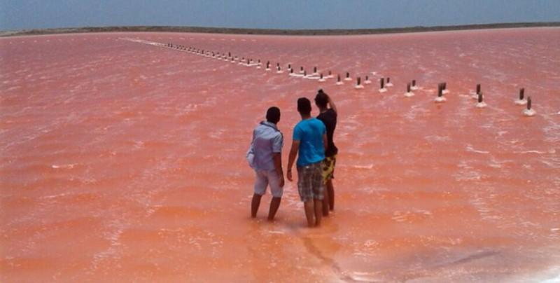 Colombia también tiene una laguna rosada