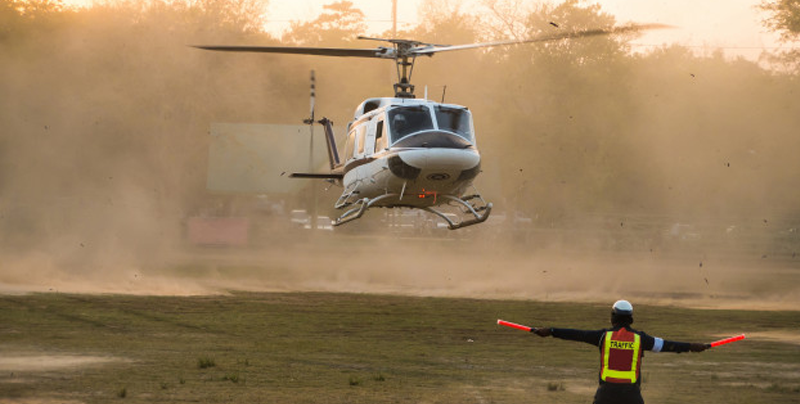 Helicoptero 'secuestra' a futbolista en pleno partido