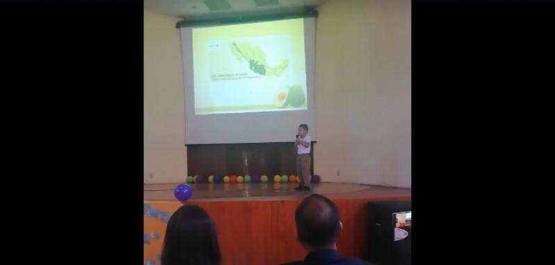 Niño mexicano de 4 años expone sobre el aguacate y causa sensación en la red