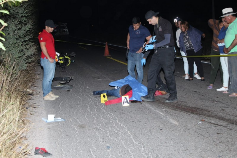 Muere mujer motociclistas tras choque
