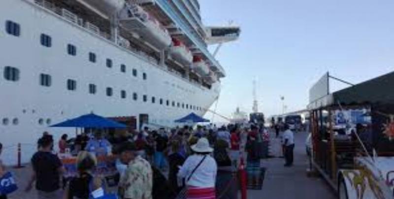 Se incrementa el  número de turistas internacionales que ingresaron a México un  4.3%