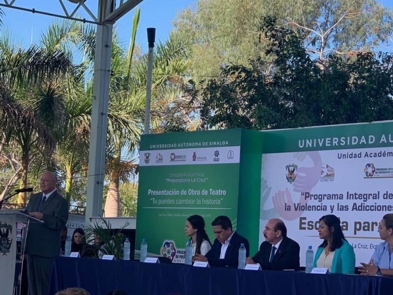 Se reune el rector de la UAS con padres de familia en La Cruz