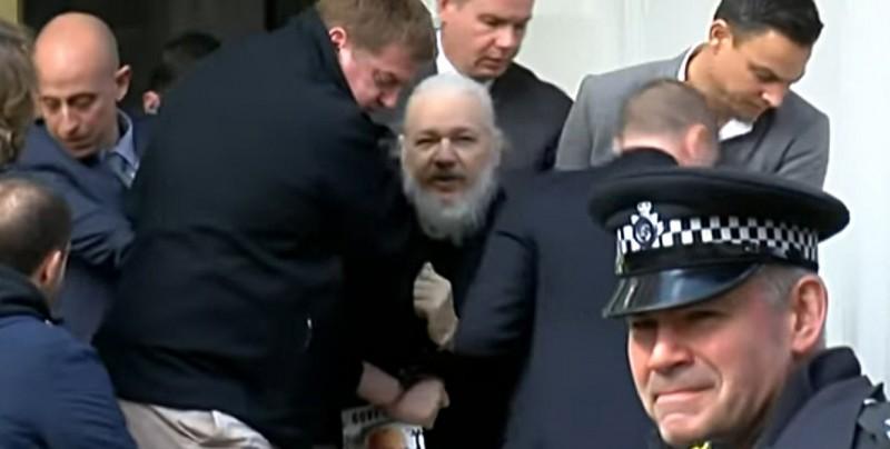 La Policía británica detiene a Julian Assange