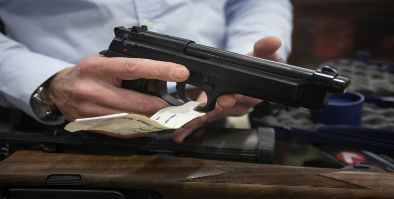 Número de permisos de armas de fuego en Florida supera los 2 millones