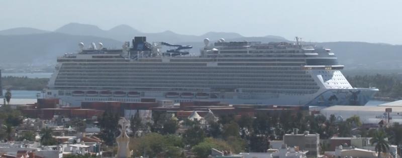 """Arriba crucero """"Norwegian Bliss"""" a Mazatlán"""