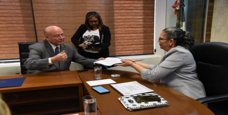 Entrega Rector de la UAS al Congreso resultados de Consulta Estatal para la Elaboración del Plan Universitario de Austeridad y Optimización
