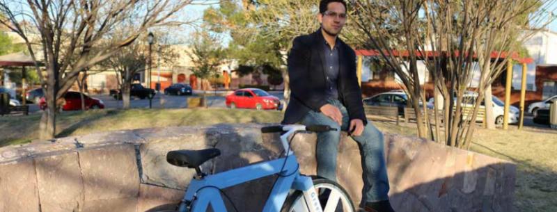 ¡Ingenio Mexicano! joven creó una bicicleta a base de papel reciclado