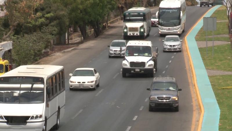 Aumenta flujo vehicular en carreteras