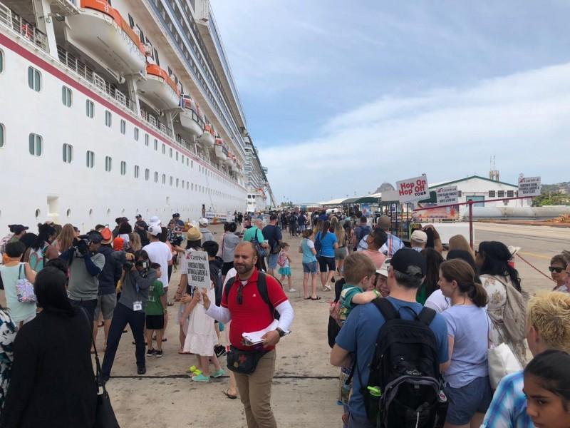 Llegan a Mazatlán casi 10 mil cruceristas este martes