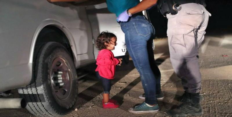 Foto de Niña llorando en la  frontera de México y EU, ganadora del World Press Photo