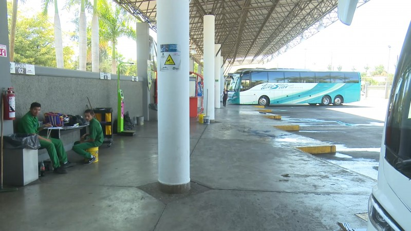 Baja afluencia de vacacionistas en centrales de autobuses