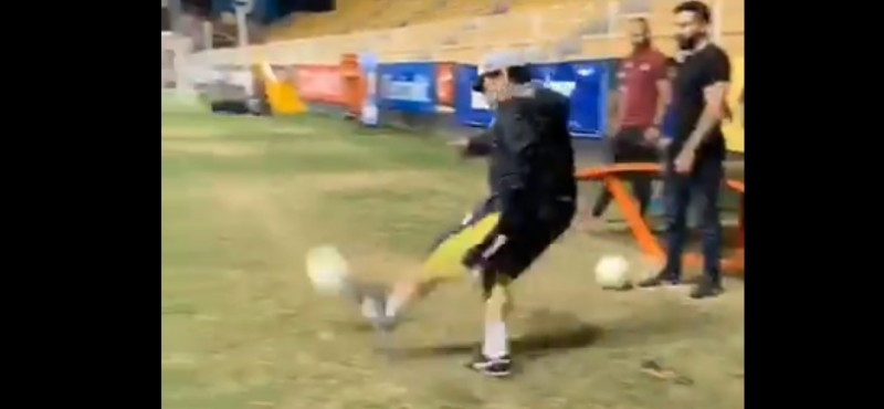 #Video Maradona demuestra que su toque sigue intacto al clavar gol olímpico