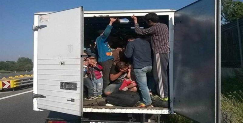 Tráiler se vuelca con 75 migrantes en el estado mexicano de Veracruz