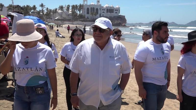 Recorre Alcalde las playas de Mazatlán y supervisa operativo