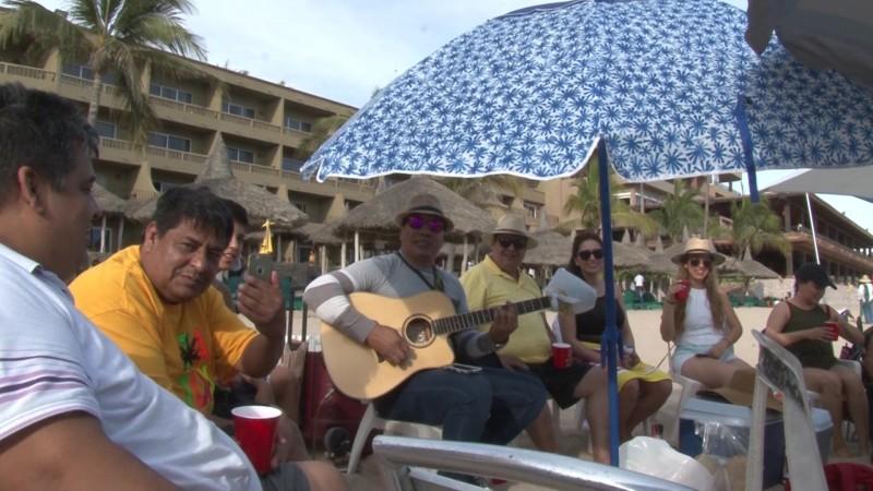 Se arma la fiesta en playas mazatlecas en jueves santo