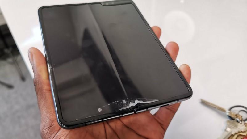 Samsung Galaxy Fold presenta fallas en pantalla plegable
