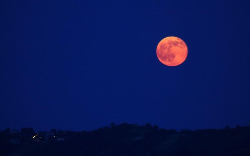 No te pierdas hoy la Luna Rosa 2019
