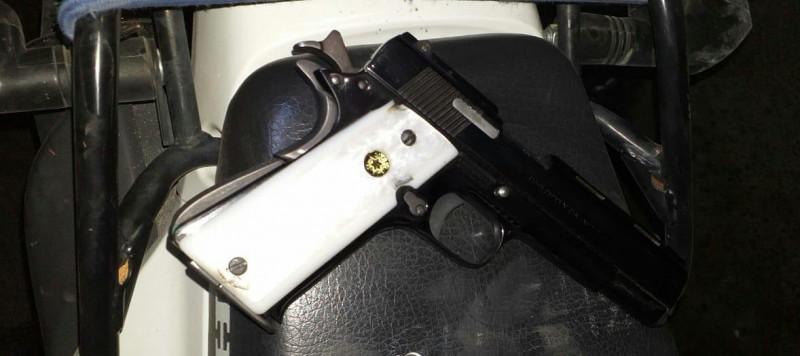 Detienen a una persona con una pistola