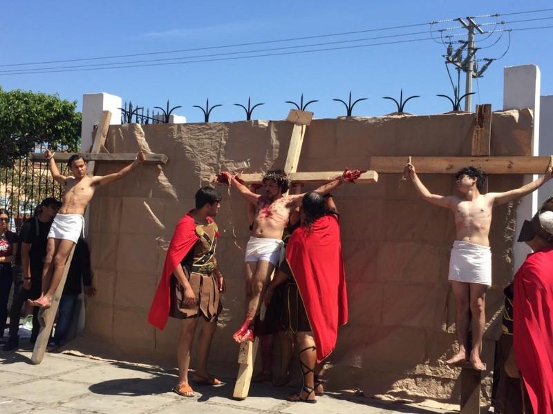 Viacrucis viviente en la colonia Juárez